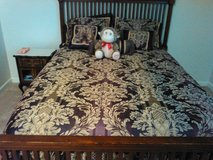 6 Pieces    Comforter.  Set in Camp Lejeune, North Carolina