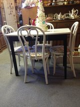 Vintage table and chairs in Hopkinsville, Kentucky