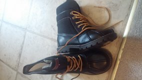 Tommy Hilfiger Duck Boots Size 2 in Fort Campbell, Kentucky