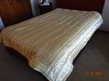 Full Size Comforter in Westmont, Illinois