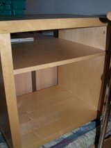 TV Stand/End Table with 1 Shelf in Wiesbaden, GE