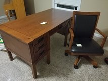 Ashley desk & chair in Fort Campbell, Kentucky