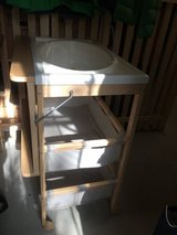 Baby Changing Table with rollers in Wiesbaden, GE