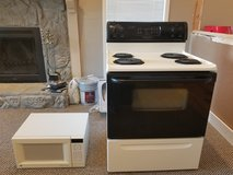 Stove and microwave set. in Lake of the Ozarks, Missouri