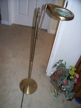 Vintage tall brass magnifying lamp/glass/lighted in Travis AFB, California