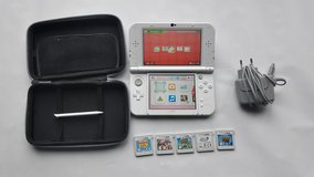 Nintendo 3DS XL NEW version w/ case and 5 games in Wiesbaden, GE