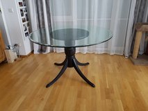 Round Glass Table and Pedestal in Stuttgart, GE