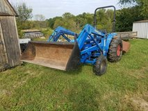 New Holland 1715 tractor for trade in Fort Leonard Wood, Missouri