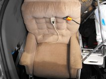ELECTRIC LIFT / RECLINER - CHAIR in Quad Cities, Iowa