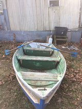11'. flat vee seats 3 no leaks comes with oars in Fort Leonard Wood, Missouri