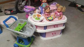 Toys for girls and two baby alive/feeding trays in Converse, Texas