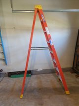 NEW PRICE!!!!! 8 Foot Werner Fiberglass Ladder - 300 lb capacity in St. Charles, Illinois