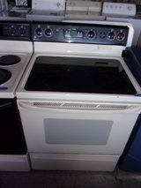 GE Glass Top Electric Stove in Fort Riley, Kansas