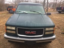 1999 GMC Suburban SLE 4 Wheel drive in Fort Knox, Kentucky