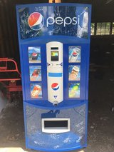 ** Seattle Mariners Autographs ** with New Pepsi Vending Machine in Fort Lewis, Washington