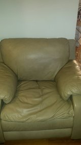 Ashley Leather  Oversize Chair in Fort Leonard Wood, Missouri