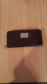 AUTHENTIC MICHAEL KORS ORGANIZER LEATHER WALLET in Aurora, Illinois