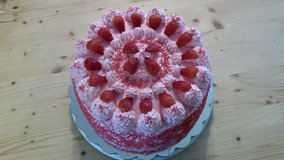 Strawberry cake in Hinesville, Georgia