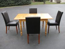 Table and 4 Chairs in New Lenox, Illinois
