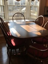 Beautiful 7 Piece Table Set with 2 leafs in Naperville, Illinois