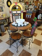 Ice Cream Parlor Table and 4 Chairs in Fort Leonard Wood, Missouri