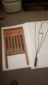 Vintage Washboard and Rug Beater Chicago 35.00 for both in St. Charles, Illinois