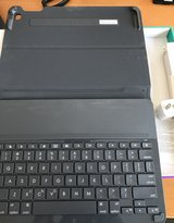 iPad 2 air case + keyboard in Westmont, Illinois