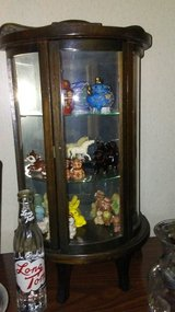 Vintage Table Top Curio Cabinet in Fort Campbell, Kentucky