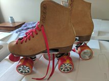 8.5 female rollerskates with spinners in Fort Bragg, North Carolina