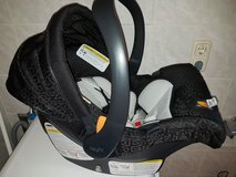 car seat and base great condition (like new) in Grafenwoehr, GE
