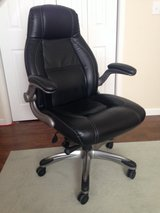 Computer Chair black leather in Fort Leonard Wood, Missouri