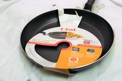 """NEW T-fal Basic Non-Stick Easy Care 12.5"""" Fry Pan Black-Broken Handle in Kingwood, Texas"""