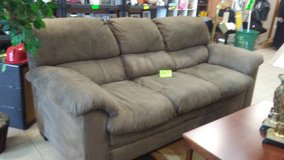 7 foot couch/ sofa in Warner Robins, Georgia