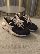 Nike Huaraches (Size 5.5) in Lakenheath, UK