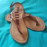 Girls Sandles (Great Condition) Size 4 in Camp Lejeune, North Carolina