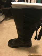Rare Leather Uggs size 9 in Travis AFB, California