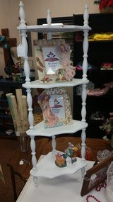 4 shelf curio stand in Fort Leonard Wood, Missouri