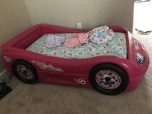 Toddler bed mattress and 4 sheets in Hinesville, Georgia