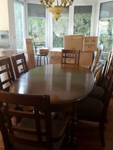 Dining Room Table and 6 Chairs in Stuttgart, GE