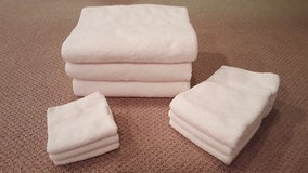 Set of 3 of each White washcloth, hand towels, bath towel in Bartlett, Illinois