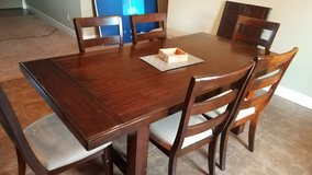Great condition Extendable Table WITH 6 chairs and a bench (seats up to 8) in Huntington Beach, California