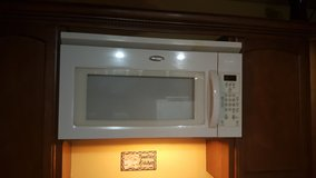 Whirlpool top stove microwave in Fort Polk, Louisiana