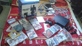 PLAYSTATION 3 SLIM MW3 320GB + GAMES in Fairfield, California