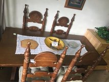 nice vintage table and chairs in Alamogordo, New Mexico