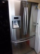 Samsung Refrigerator/Freezer With Water and Ice Dispenser in Fort Riley, Kansas