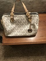 Monogram Michael Kors bag in Baytown, Texas