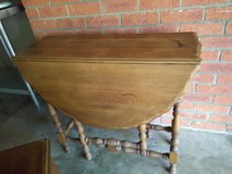 Drop leaf table in Vacaville, California