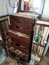 Jewelry Box & Contents in Shorewood, Illinois