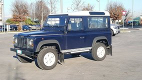 Landrover Defender 90 in Vicenza, Italy