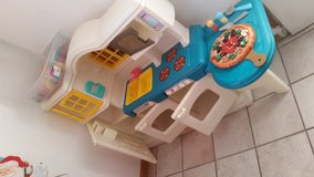 Country kitchen set Little Tikes in New Lenox, Illinois